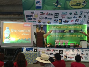 Rodrigo González de Bionat, dando una plática a los asistentes